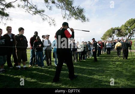 Jan 27, 2008 - La Jolla, California, Stati Uniti d'America - giornata finale della Buick Invitational Golf Tournament a Torry Pini Campo da Golf. TIGER WOODS teste per il 13th. (Credito Immagine: © Sean M. Haffey/San Diego Union Tribune/ZUMA SPL) Restrizioni: * USA Tabloid diritti *