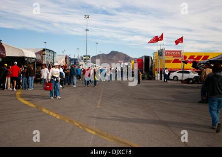 Ottobre 31, 2010 - Las Vegas, Nevada, Stati Uniti d'America - Alcuni della folla godendo il box alla decima edizione NHRA Las Vegas i cittadini detenuti presso la striscia di Las Vegas Motor Speedway, Las Vegas, Nevada. (Credito Immagine: © Matt Gdowski/Southcreek globale/ZUMApress.com)