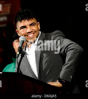 Settembre 17,2011- Las Vegas NV, Stati Uniti d'America. Victor Ortiz parla con i giornalisti nel corso di una conferenza Foto Stock