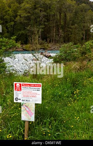 Un segnale di avvertimento che avvelenato Possum esche sono utilizzati  nella zona in prossimità di un 6c4002fcdd5