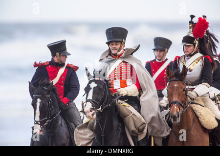 Paesi Bassi, Scheveningen, bicentenario. Storico sbarco a Scheveningen Beach. L esercito francese in costume tradizionale Foto Stock