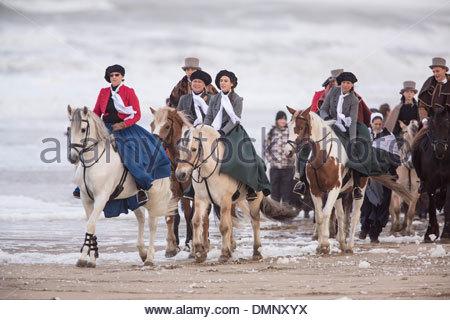 Paesi Bassi, Scheveningen, bicentenario. Storico sbarco, a Scheveningen Beach. La borghesia persone Foto Stock