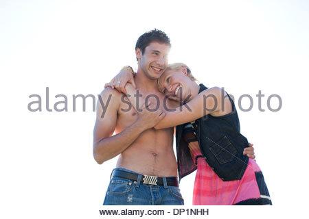 Donna Uomo avvolgente con torace nudo Foto Stock