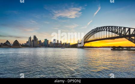 Di Sydney e il Sydney Harbour Bridge al tramonto, Australia Foto Stock