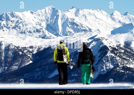 Gli appassionati di snowboard in Serre Chevalier, Briancon, Francia Foto Stock