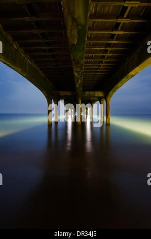 Sotto il Molo di Brighton, Brighton, Inghilterra, Regno Unito. Foto Stock