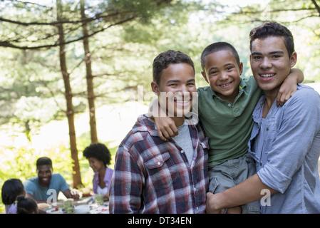 Tre ragazzi Foto Stock