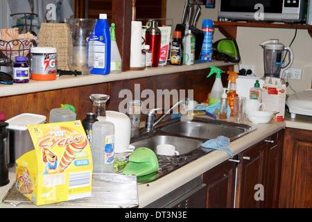 Cucina disordinato Foto Stock