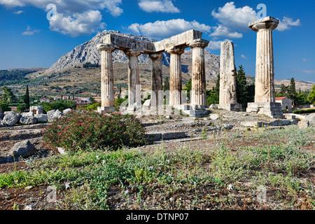 Il Tempio di Apollo (6c. A.C.) in Corinto antico, Grecia Foto Stock