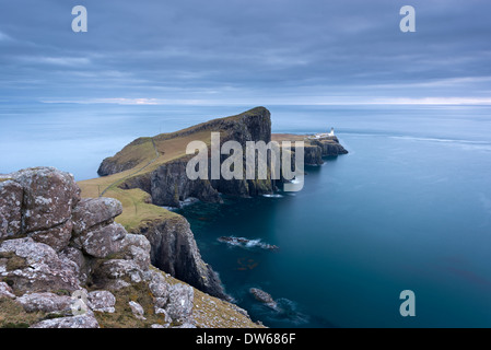 Neist Point, raggiungere il punto più a ovest dell' Isola di Skye, Ebridi Interne, Scozia. Inverno (dicembre) 2013. Foto Stock