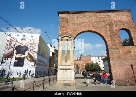 Colonne di San Lorenzo si trova di fronte alla Basilica di San Lorenzo Maggiore, Milano, Italia Foto Stock