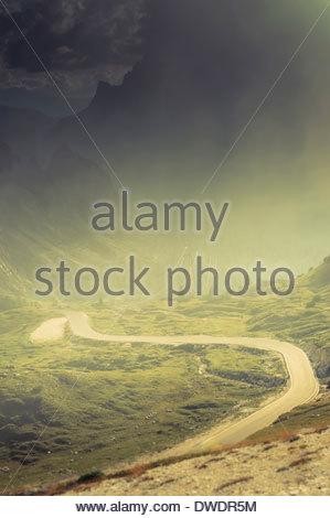 L'Italia, Provincia di Belluno, Veneto, Auronzo di Cadore, strada di montagna vicino a Tre Cime di Lavaredo Foto Stock