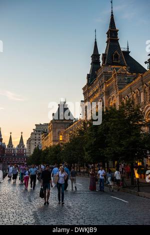 La gomma sulla Piazza Rossa al tramonto, Mosca, Russia, Europa Foto Stock