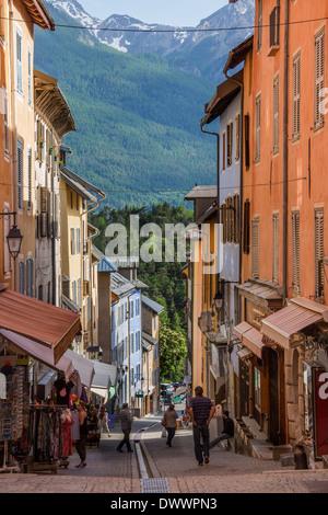 Street nella vecchia città fortificata di Briancon nella regione Provenza-Alpi-Costa azzurra nel sud della Francia Foto Stock