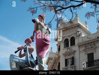 Valencia, Spagna. Xviii Mar, 2014. Le gigantesche bambole per le strade di Valencia, Spagna. Il Fallas Festival Foto Stock