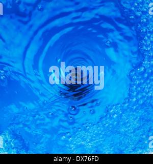 Il foro del tappo acqua con effetto vortice Foto Stock