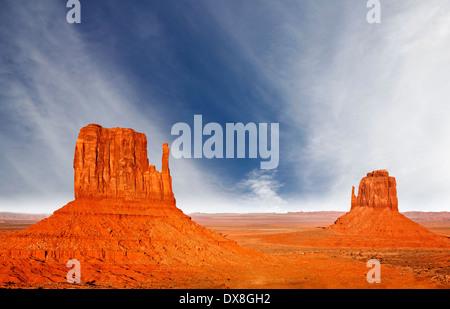 Il bellissimo paesaggio unico della Monument Valley, Utah, Stati Uniti d'America. Foto Stock