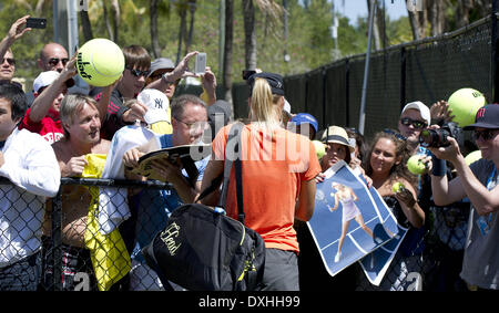 Key Biscayne, Florida, Stati Uniti d'America. 26 Mar, 2014. Key Biscayne - marzo 26: MARIA SHARIPOVA (RUS) firma Foto Stock