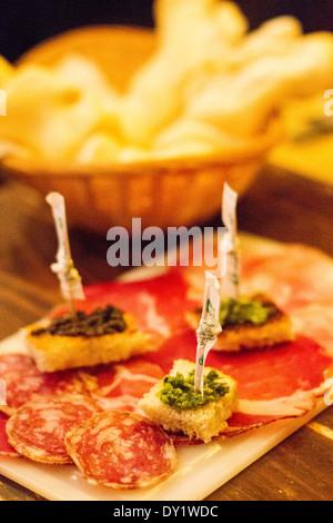 Piatti tipici della cucina italiana a Ferrara, Emilia Romagna, Italia Foto Stock