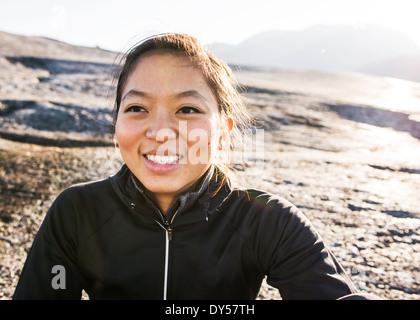 Ritratto di giovane donna escursionista, Squamish, British Columbia, Canada Foto Stock