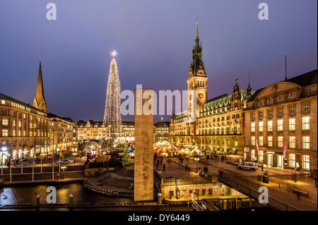 Municipio di Amburgo con il mercatino di Natale di Amburgo, Germania settentrionale, Germania