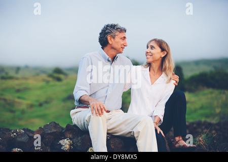 Felice amorevole coppia di mezza età Foto Stock