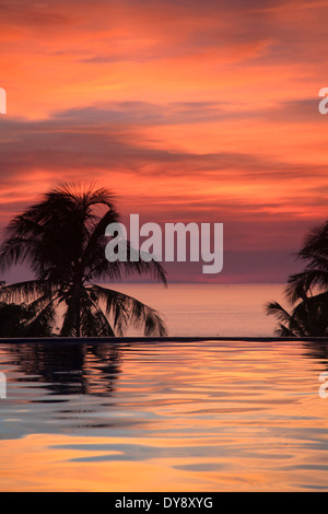 Filippine, Visayas Boracay Island Resort affacciato sulla spiaggia di sabbia bianca Foto Stock