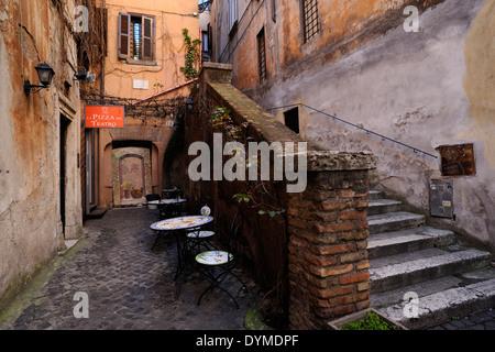 Italia, Roma, Via di San Simone, strada laterale vicino a Via dei Coronari Foto Stock