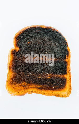 Tostare il pane è diventato con brindare burntly. Burntly toast con i dischi e la prima colazione., Toastbrot wurde beim toasten verbrannt.