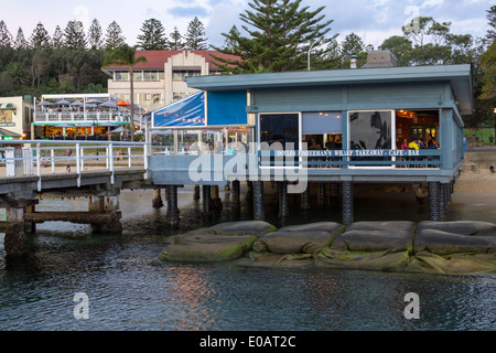Sydney Australia NSW New South Wales Sydney Harbour Porto Watsons Palace Hotel Doyles sulla spiaggia Pontile del Foto Stock
