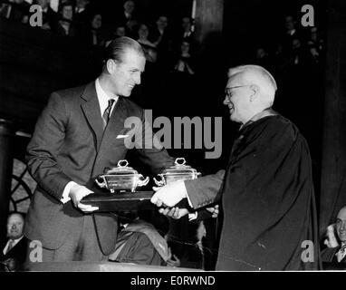 Il biologo Alexander Fleming con il Principe Filippo