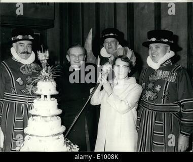 Gen 01, 1972 - H.M Cappellano alla Torre di Londra si sposi: credeva di essere il primo H.M Chaplin a essere sposato Foto Stock