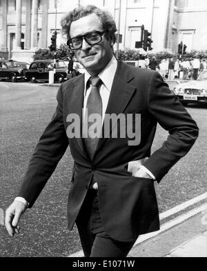 Attore Michael Caine assiste Peter Sellers memorial Foto Stock
