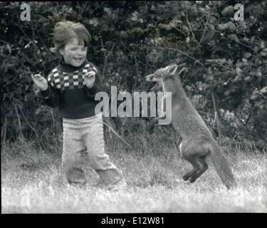 Febbraio 25, 2012 - Secret amici... Da qualche parte in East Anglia, quattro-anno-vecchio cristiano sta giocando Foto Stock