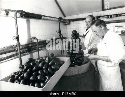 Mar 02, 2012 - Walter Markey (destra) che ha di fatto oltre 200 tonnellate di black pudding poiché ha lasciato la Foto Stock