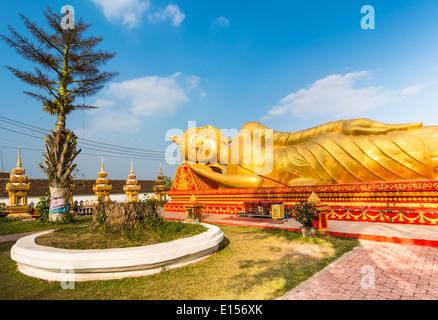 Buddha reclinato in Laos Foto Stock