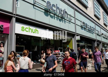 3adabfa376e4e7 ... Schuh negozio di fronte in Manchester City Centre Regno Unito Foto Stock