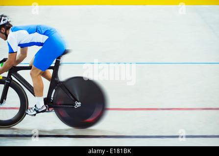 Via ciclista di equitazione in velodromo Foto Stock