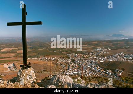 Vista panoramica e la croce, Alameda, Malaga-provincia, regione dell'Andalusia, Spagna, Europa Foto Stock