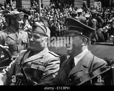 Hitler e Mussolini a Monaco di Baviera, Germania, 18 giugno 1940. Hitler era ad un punto alto, come il suo esercito Foto Stock