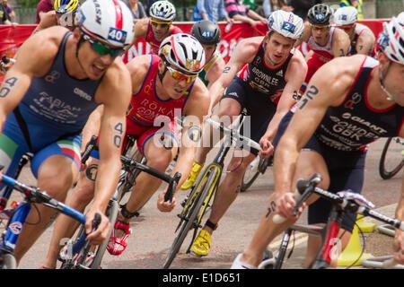 Jonathan Brownlee, Gran Bretagna (numero 2) e Javier Gomez Noya, Spagna (numero 1) competere in ITU Triathlon World Foto Stock
