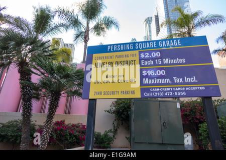 Los Angeles California CA L.A. Il centro di segno Pershing Square Garage parcheggio segno prezzo carte di credito Foto Stock