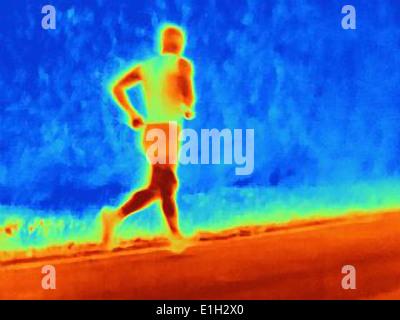 Vista posteriore fotografia termica del giovane atleta maschio in esecuzione. L'immagine mostra il calore dei muscoli Foto Stock