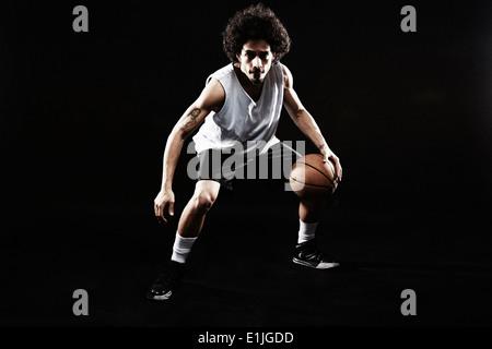 Giocatore di basket rimbalzi basket Foto Stock