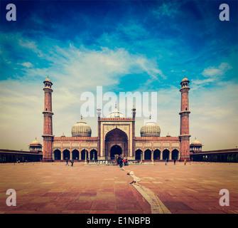 Vintage retrò hipster stile immagine di viaggio della Jama Masjid - la più grande moschea musulmana in India. Delhi, India Foto Stock