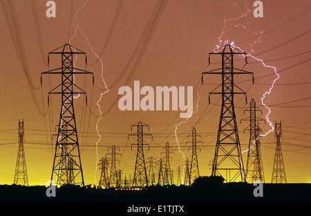 Il fulmine/elettrici torri, vicino a Winnipeg, Manitoba, Canada Foto Stock