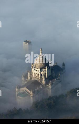 Francia, Calvados, Lisieux basilica di Santa Teresa di Lisieux, una delle più grandi chiese costruite nel XX secolo Foto Stock