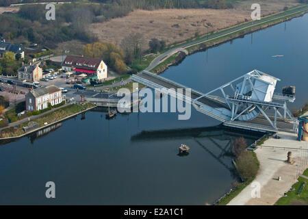 Francia, Calvados, Benouville Benouville, Bridge o ponte Pegasus, ponte levatoio attraverso il canale da Caen al Foto Stock