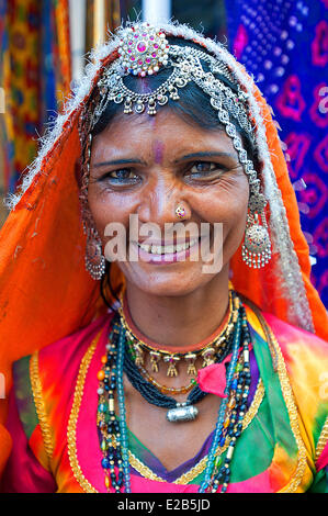India Rajasthan, Jaisalmer, donna in sari Foto Stock