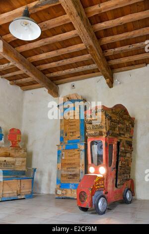 Francia, Herault, Bassan, Museo di arredamento modeste, mobili realizzati da deviato oggetti e da materiali recuperati Foto Stock
